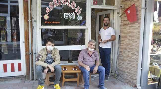 Açtığı 'Arkeoloji Çay Evi' ile arkeoloji bilimini tanıtıyor