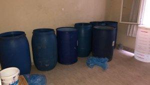 Adana'da bin 590 litre kaçak içki ele geçirildi