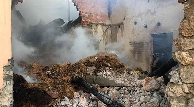 Amasya'da ahır ve samanlık yangını: 13 hayvan telef oldu