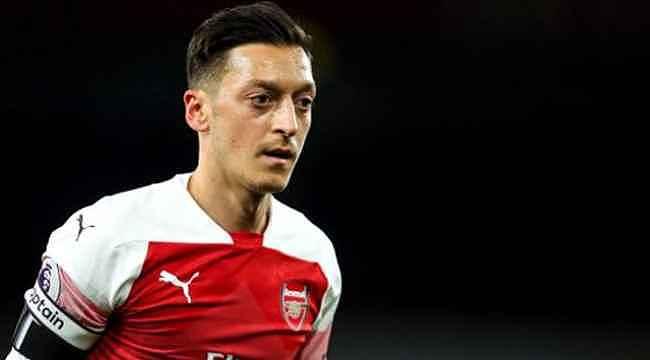 Arsenal'de kalacağını duyurdu, eşitlik mesajı verdi,