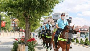 Atlı polisler Yozgat'ta devriye görevinde bulundu