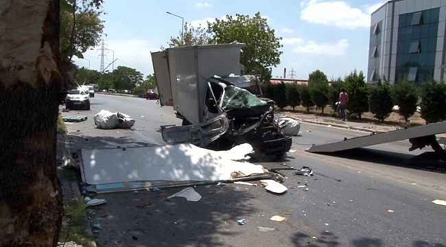 İstanbul'da kamyon ve araba çarpıştı, kamyon parçalandı