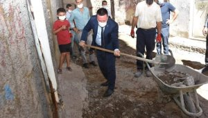 Başkan Beyoğlu, kaldırım yenileme çalışmasına katıldı