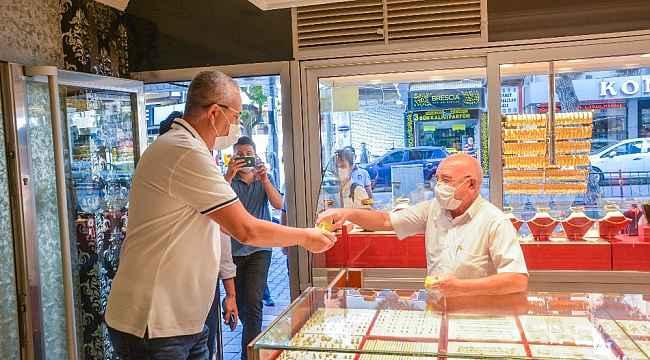 Başkan Özkan, esnafı dolaşarak korona virüs tedbirlerini denetledi - Bursa Haberleri