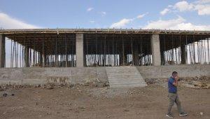 Bulanık'ta sosyal tesis inşaatına başladı