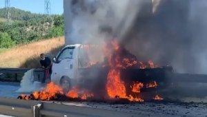 Bursa'da kamyonet seyir halinde yandı - Bursa Haberleri