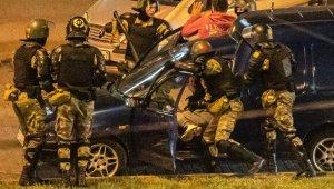 Çatışmaların devam ettiği Belarus'ta çok sayıda kişi gözaltına alındı