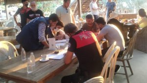 Çeşme'de yapılan maske ve sosyal mesafe denetimlerinde ceza yağdı