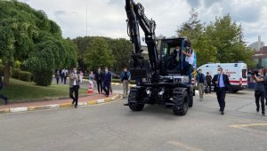 Cumhurbaşkanı Erdoğan, yerli ve elektrikli Ekskavatör'ü kullandı
