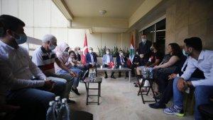 Cumhurbaşkanı Yardımcısı Oktay ve Dışişleri Bakanı Çavuşoğlu, Lübnan'daki patlamada yaralanan Türk aileyi ziyaret etti