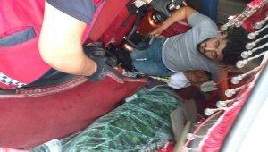 D650 karayolunda çarpışan kamyon ve kamyonet uçuruma yuvarlandı: 2 yaralı