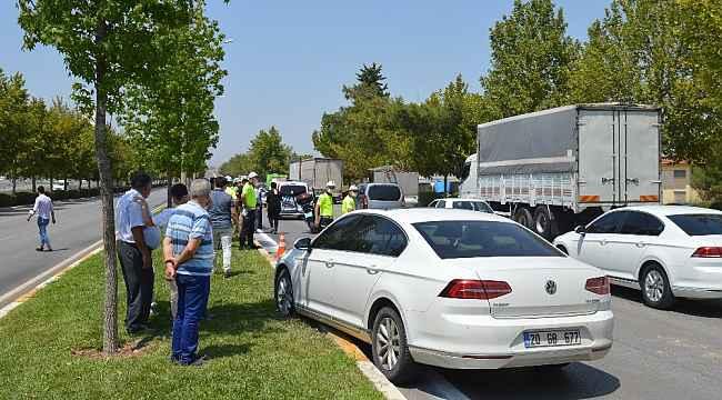 Direksiyon hakimiyetini kaybeden sürücünün neden olduğu kazada 5 araç birbirine girdi