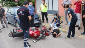 Ehliyetsiz ve alkollü motosiklet sürücüsü park halindeki araca çarptı