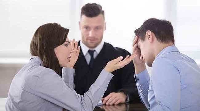 Eşi ve ailesi arasında dengeyi koruyamamak boşanma sebebi