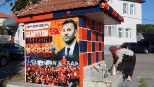 Fanatik çeşme şampiyon Medipol Başakşehir'in renklerine boyandı