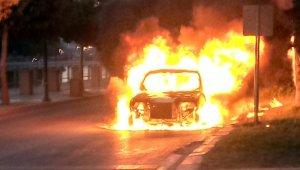 Hatay'da araç yangını