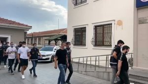 İstanbul'da silahlı, çakarlı ve kuralsız düğün konvoyunun magandaları yakalandı