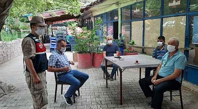 Jandarma vatandaşın hem bayramı kutluyor hem de virüse karşı uyardı