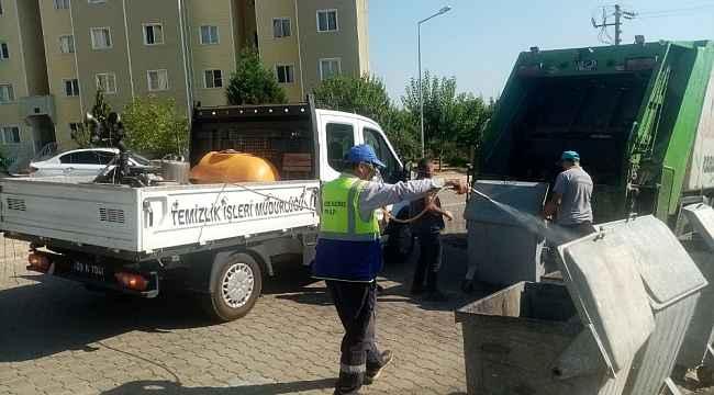 Karacasu'da çöp konteynerleri dezenfekte ediliyor