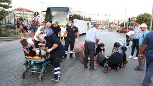 Kavşakta çarpışan iki motosikletli yaralandı
