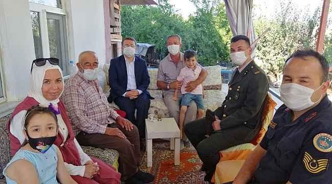 Kaymakam Çimşit'ten şehit ailelerine bayram ziyareti