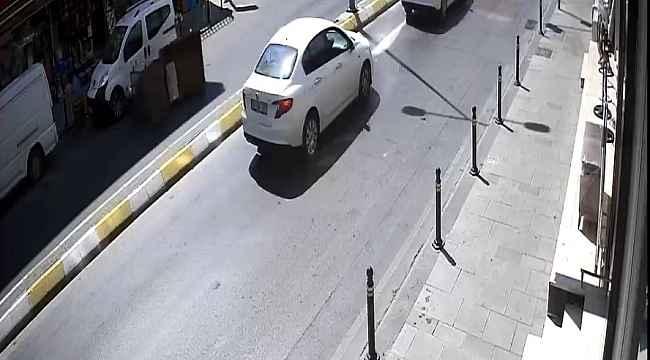 Kaza yapan motosikletlinin yardımına esnaf ve sürücüler koştu