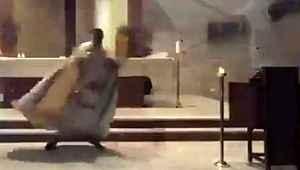 Kilisede ayin yapan papazın Beyrut'taki korkunç patlamadan kaçışı