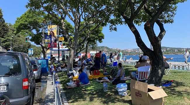 Kurban Bayramı'nı İstanbul'da geçiren vatandaşlar Bebek Sahili'ne akın etti