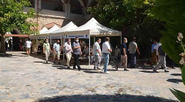 Kuşadası'nda resmi bayramlaşma Kervansaray'da yapıldı