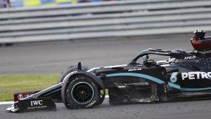 Lewis Hamilton patlak lastikle kazandı
