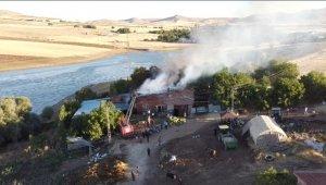 Mandırada çıkan yangında bir ev kullanılamaz hale geldi