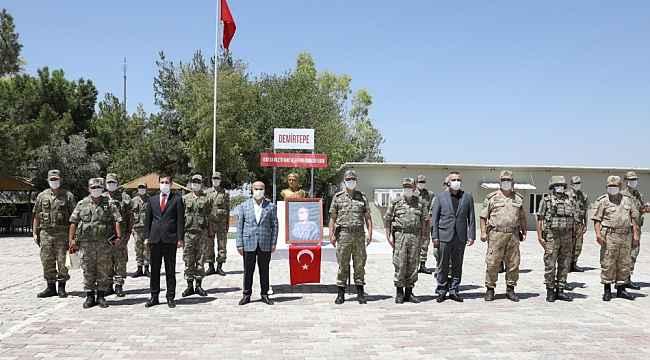 Mardin Valisi Demirtaş'tan sınırdaki Mehmetçiğe bayram ziyareti