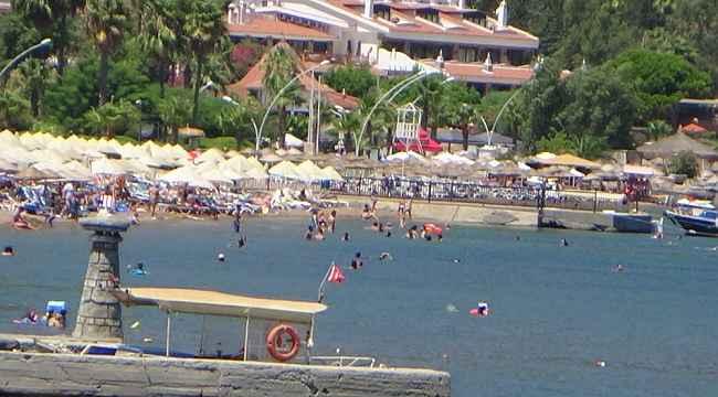 Marmaris'te bazı plajlarda yoğunluk oluştu