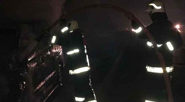 Mersin'de seyir halinde yanan araç kullanılamaz hale geldi