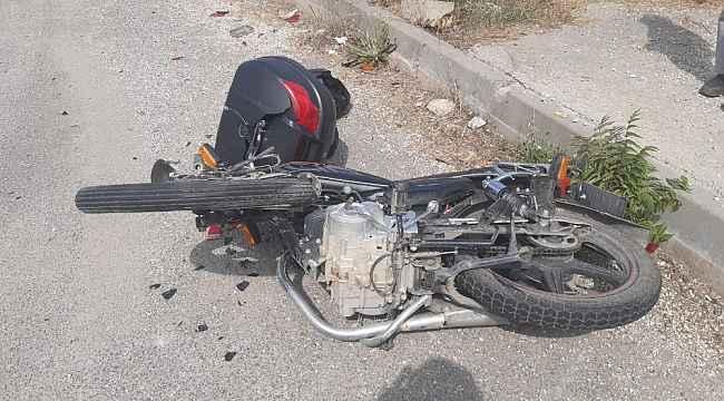 Motosiklet otomobile çarpıştı; 1 yaralı