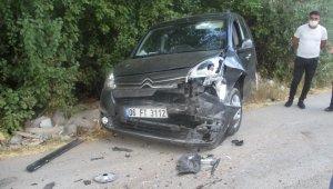 Otomobil ile hafif ticari araç çarpıştı: 3 yaralı