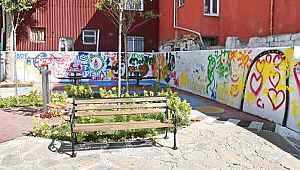 Parka baskın... Maskeli 4 kişi, bankta oturan gençleri taradı