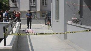 Rezidansın 13. katından düşüp öldü, komşuları balkonda kahve içti