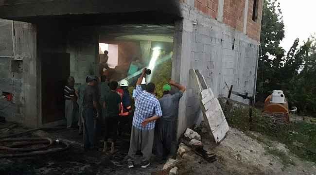 Tarsus'ta çıkan yangında 2 ton saman kül oldu