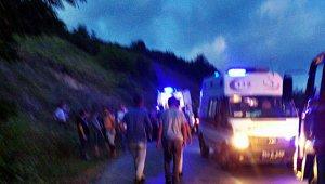 Ticari araç ile otomobil kafa kafaya çarpıştı: 1 ölü, 6 yaralı