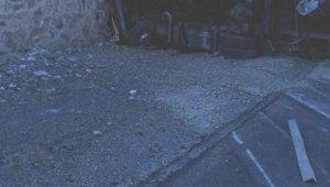 Tır ile minibüs kafa kafaya çarpıştı: 2 yaralı