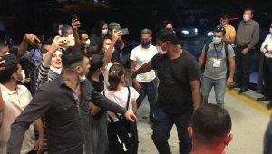 Ünlü aktör Türkiye'ye geldi, hayranları kaldığı otele akın etti