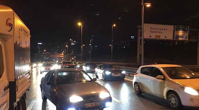 Üsküdar'da Otomobil hafif ticari araca arkadan çarptı: 3 yaralı