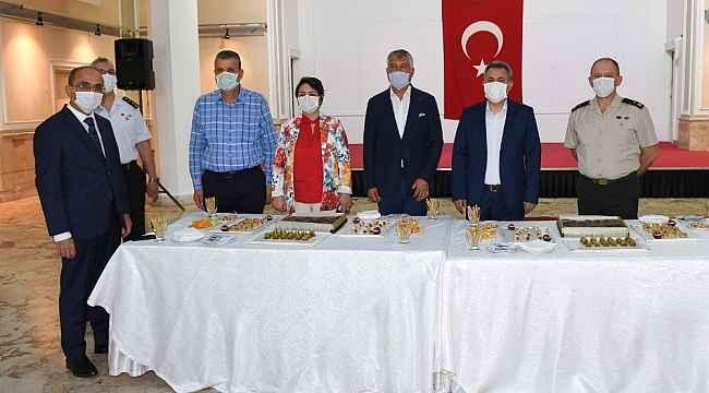 Vali Elban resmi bayramlaşma törenine ev sahipliğini yaptı