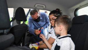 Vali Elban seyahat eden vatandaşlarla bayramlaştı