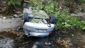 Virajı alamayan otomobil dere yatağına düştü: 1 ölü