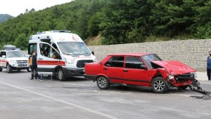 Zonguldak'ta iki araç çarpıştı: 4 yaralı