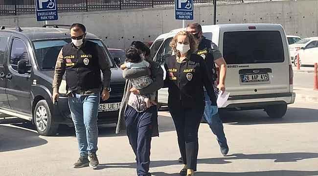 4 çocuk annesi kadın birlikte yaşadığı adamın kardeşini bıçaklayarak öldürdü