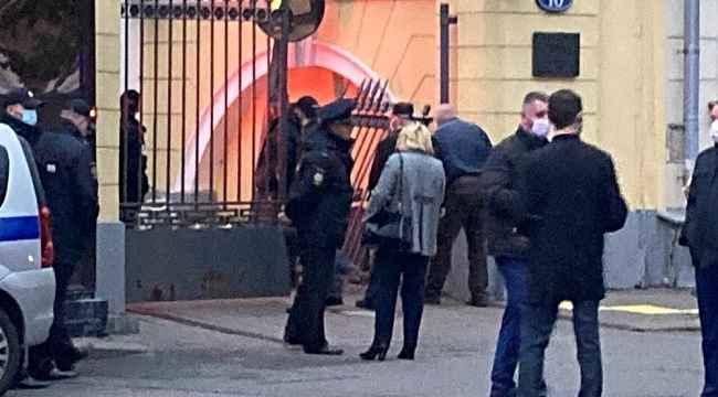ABD'nin Rusya'daki Büyükelçilik Konutu'na alkollü sürücü araçla daldı