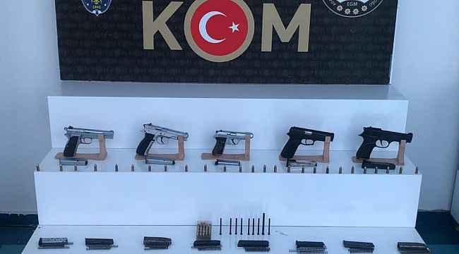 Adana'da 5 adet ruhsatsız tabanca ele geçirildi